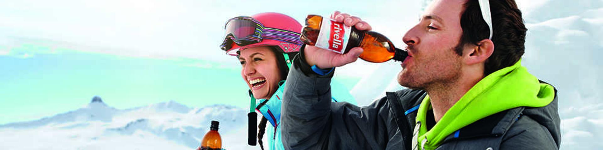 Wintersportler machen Pause mit Rivella, Rivella Twens von Strongmanrun.ch