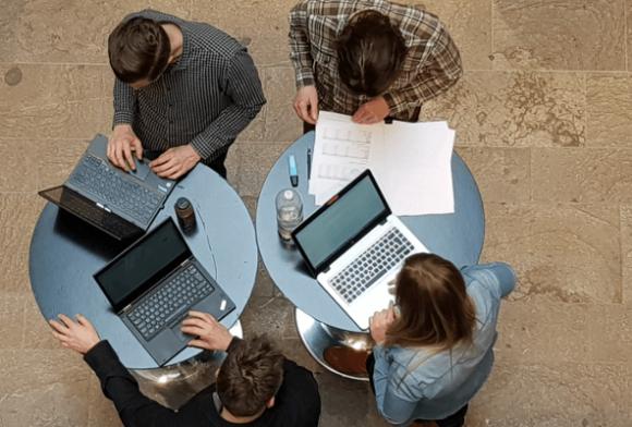 300 Marketingspezialisten treten gegen den Accelerom Algorithmus an