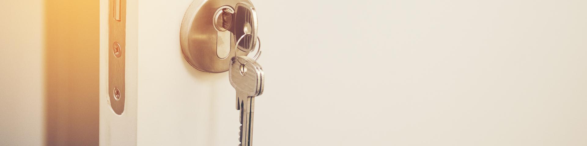 Schlüssel zu Türschloss