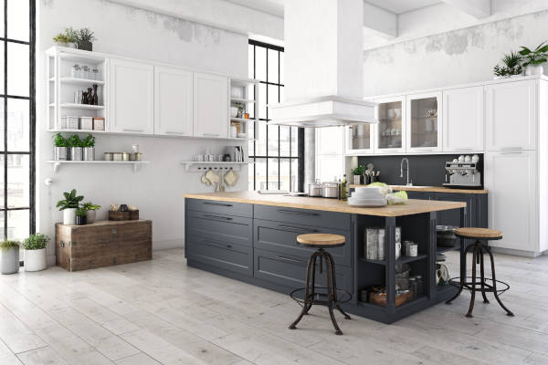 Moderne Küche mit schwarzer Insel und weissen Küchenregalen