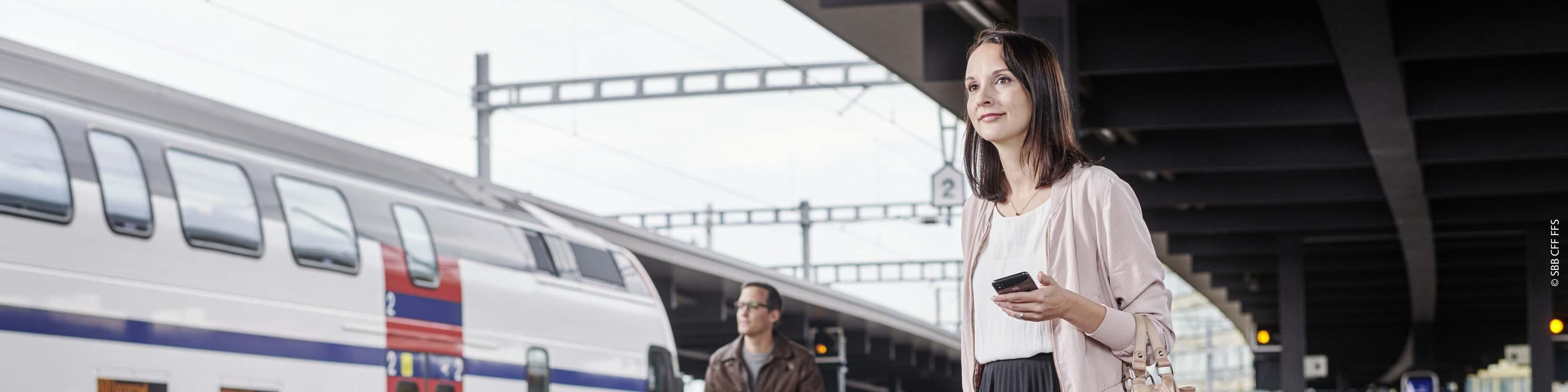 Frau an SBB-Bahnhof
