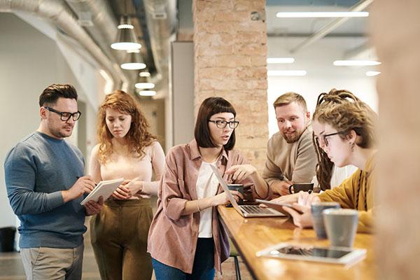 Personen in einem Workshop